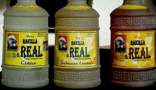 Tomar bebidas artesanales es una opción en la barras chilanga más populares, ahora es el turno de la raicilla.
