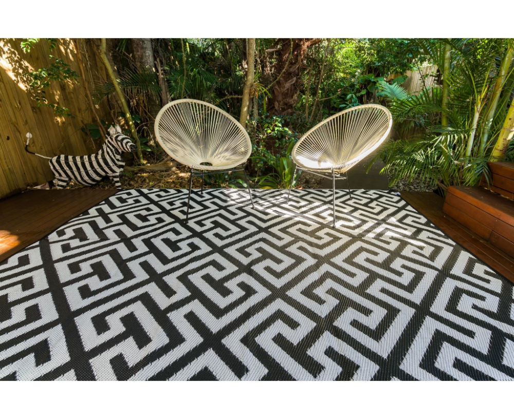 outdoor rug luxe black and white