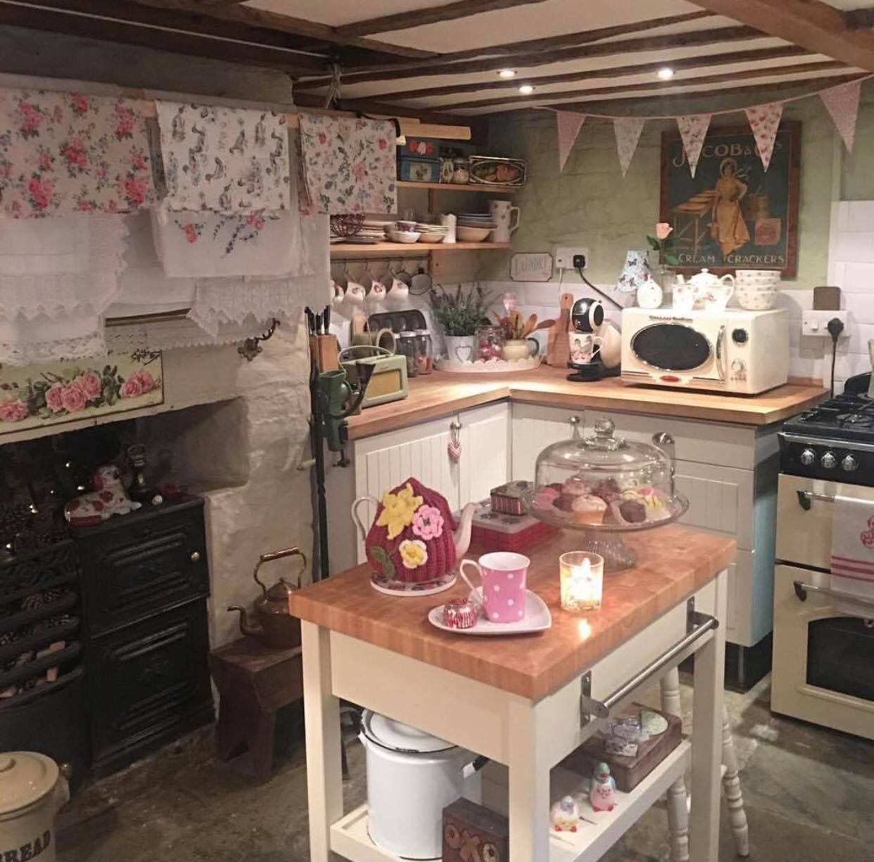 Interesting Facts About Shabby Chic Country Kitchen Design: Pin By Minu On Cottage/ English Kitchens