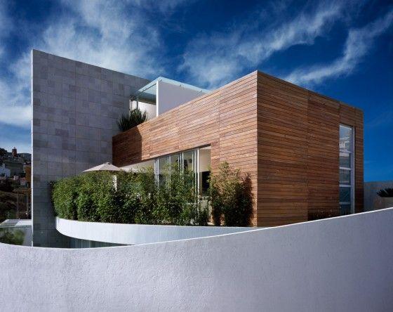 Casa moderna dos pisos tres dormitorios casa con for Fachadas de casas modernas en la ciudad