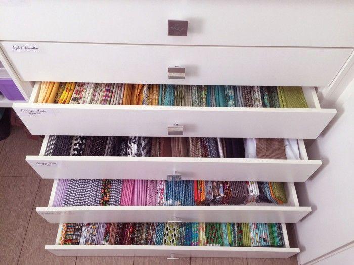 Olha que gavetas maravilhosas organizadas por cor! Lindo, não é? (crédito da foto: Nanda Sellan)