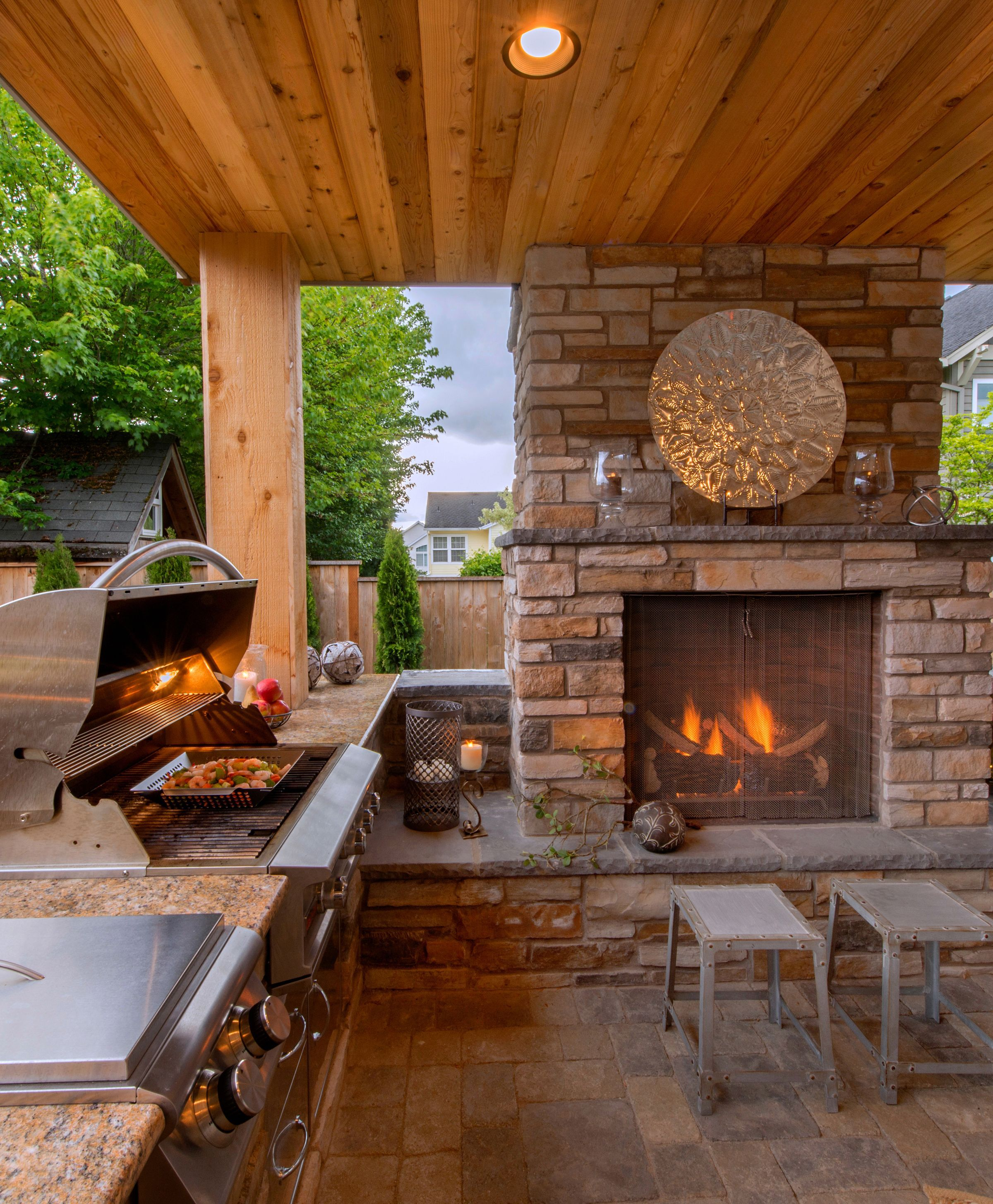 Cozy Outdoor Kitchen And Fireplace Http Www Paradiserestored Com Portfolio Seiple Prop Design Für Aussenküche Outdoor Küche Hinterhof Terrassen Designs