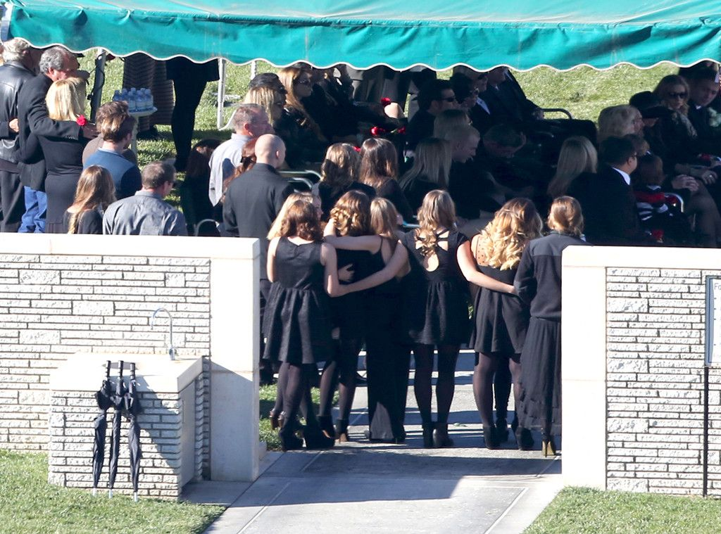 Paul Walker S Funeral Family And Close Friends Say Final Goodbyes To Late Actor Paul Walker Funeral Paul Walker Actor Paul Walker