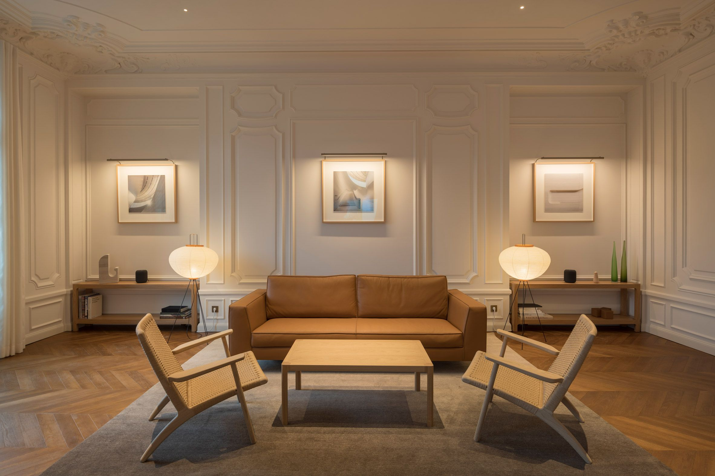 Foster Partners Unveils Apple Store On Champs Elysees In Paris Boardroom Furniture Modern Furnishings Apple Store Interior