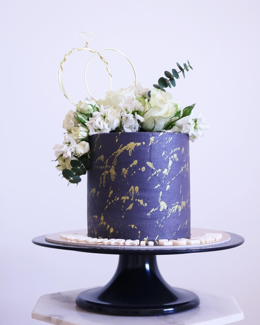 Pin By Classy 1 On كيكه Wedding Cakes Vintage Graduation Diy Happy Eid