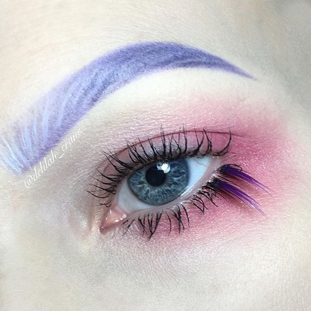 Using @inglot_australia eyeshadows in 379 and 332 and gel liner in 76 for my brows and  362 and 382 for my eyes and lash off cuts from 40s