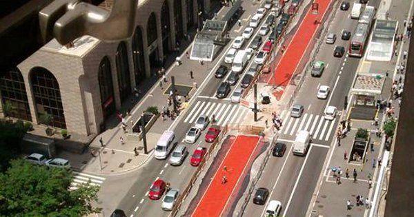 São Paulo pedala rumo à inauguração de mais um trecho da ciclovia que atravessa a cidade por seus quatros cantos. No próximo domingo, às 8h, a Avenida Paulista ganhará novos trajetos em mais uma fase da campanha #SP400km.