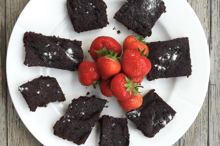 Sjokoladekake Med Kakao Og Dadler Bare Bra Barnemat Food Desserts