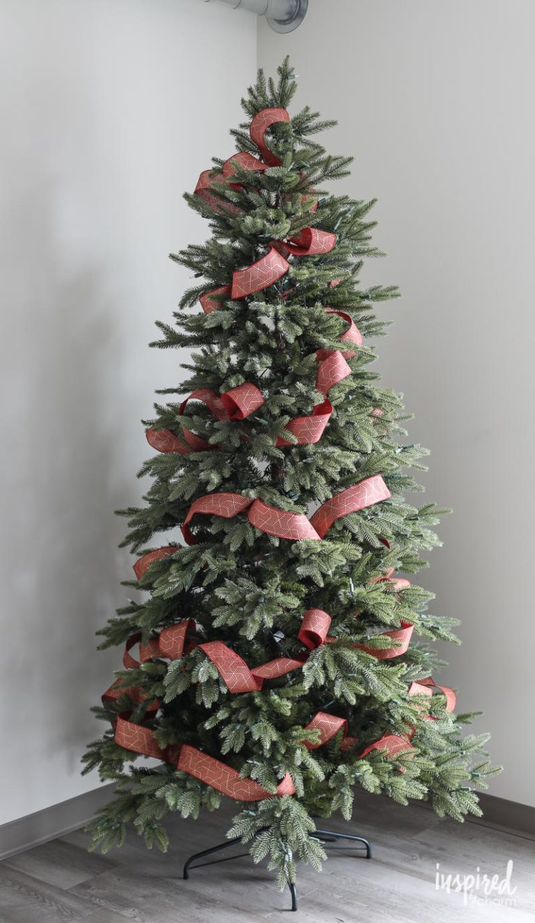 Tips And Tricks For Beautiful Christmas Tree Ribbon Video Christmas Tree Decorations Ribbon Christmas Tree Bows Ribbon On Christmas Tree