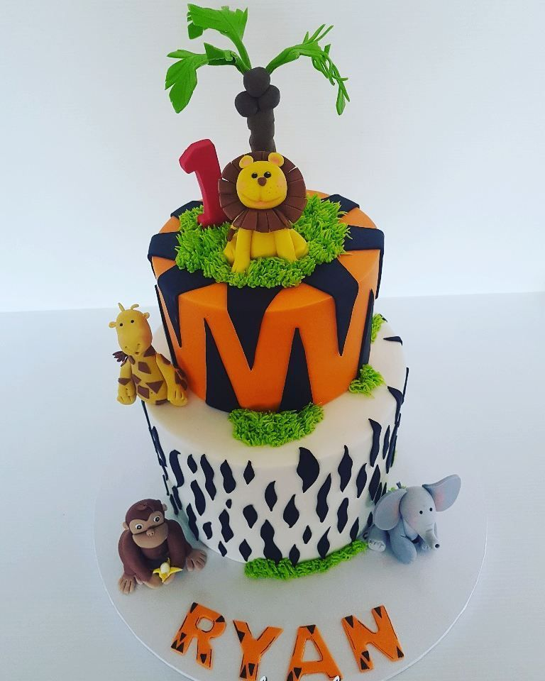 8 chocolate cake filled with chocolate ganache and a 6 lemon cake animals