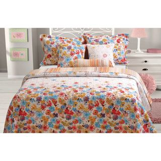 Oversized For Better Coverage On Today S Deeper Mattresses This Euphoria Quilt Features