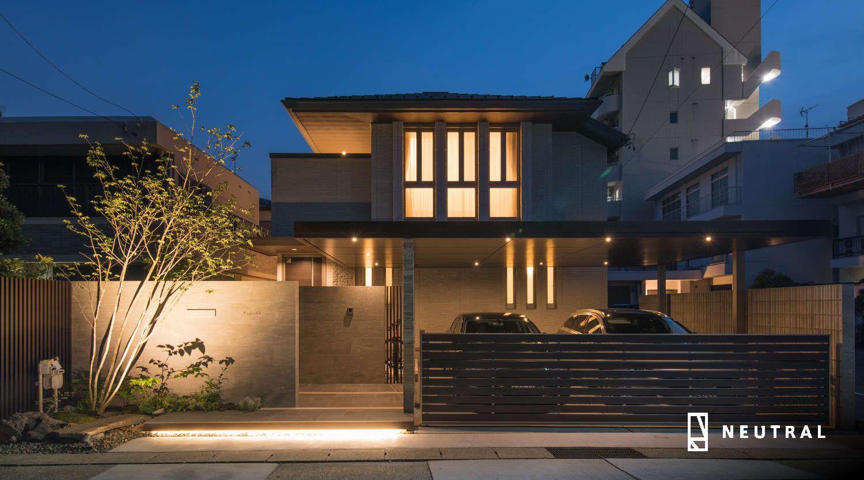 照明はリクシルの美彩 Bisai 近代的な外観 家の玄関 家の外壁