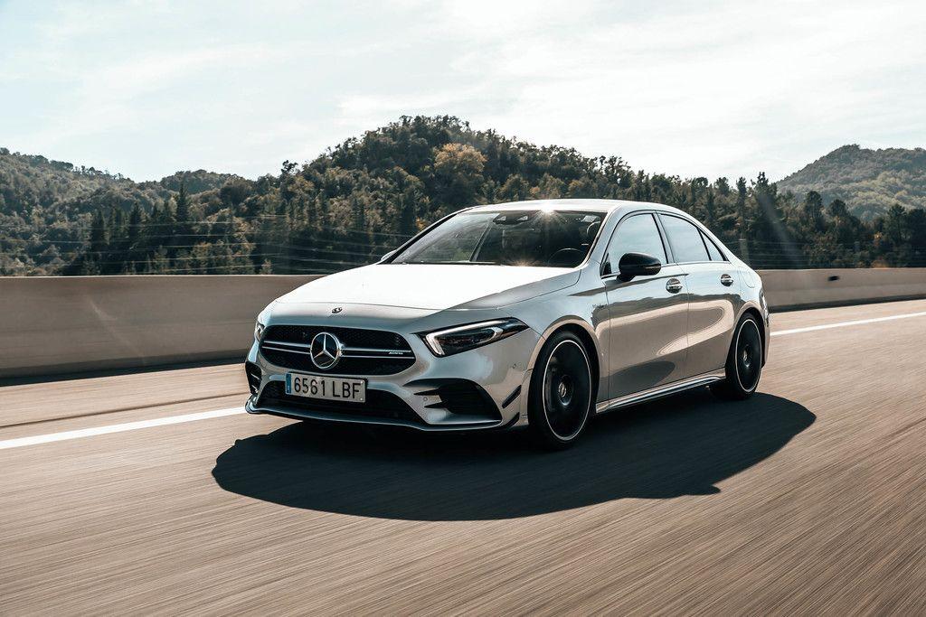 Probamos El Mercedes Amg A 35 Sedan Sus 306 Cv Dan Acceso Al Mito Amg Pero No A Un Verdadero Deportivo Mercedes Benz Benz A Class Mercedes Amg
