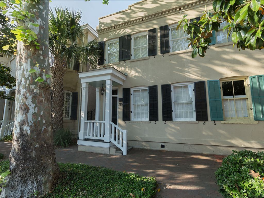 Historic 1870 Townhome Steps To Forsyth Park Historic District South Houston Houses Townhouse Downtown Savannah