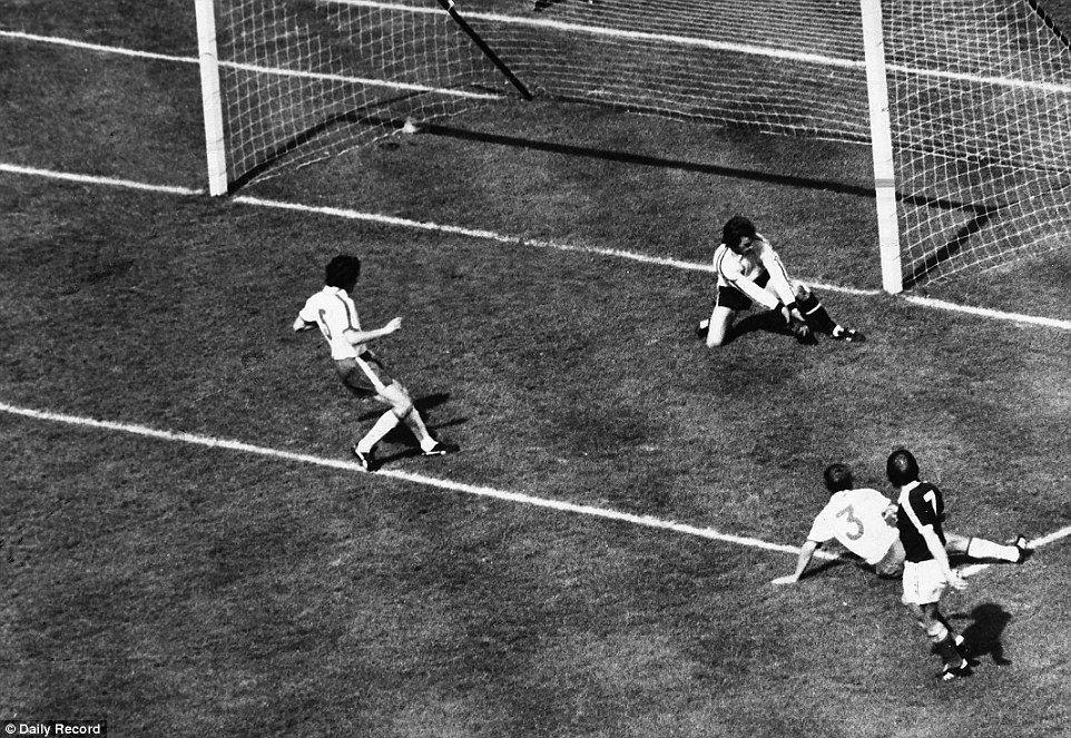 England vs Scotland: Our favourite classic moments ahead of clash | England  football team, England football, Kenny dalglish