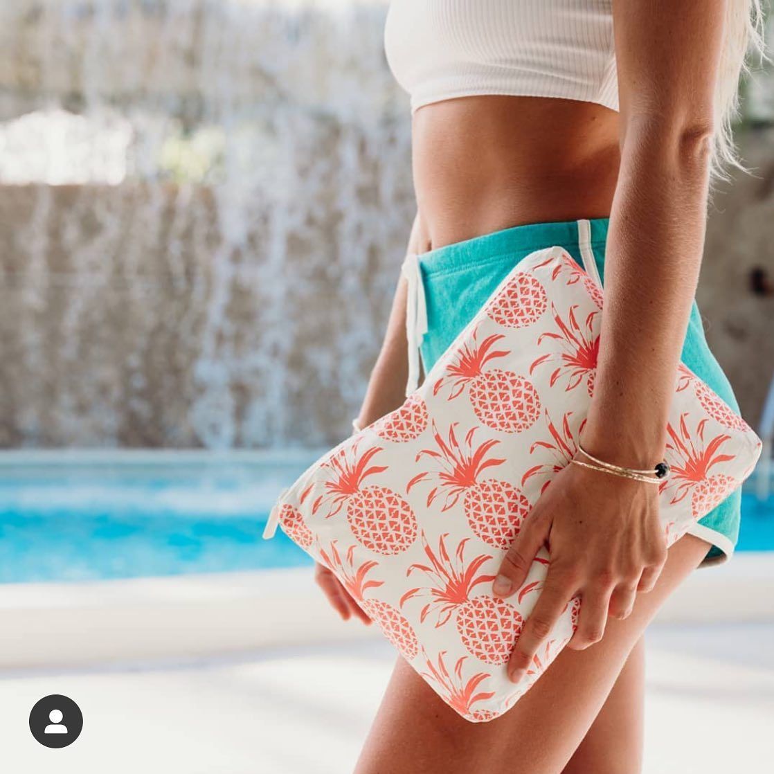 We're going bananas for our @alohacollection collab! Piña Sola pouches are now available on aimeewilder.com 🍉🍌 #aimeewilder #alohacollection #travelcases #pineapple