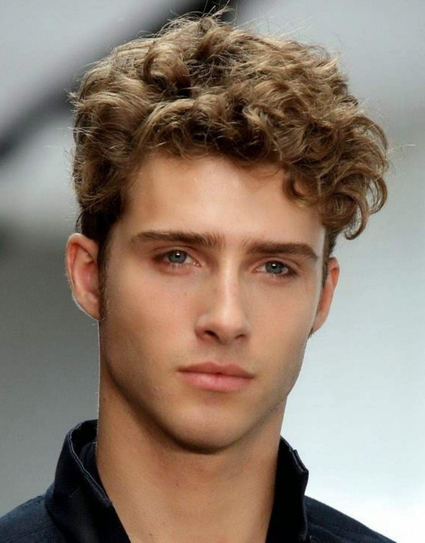 frisyrer män lockigt hår