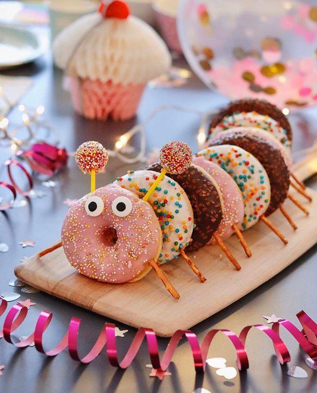 """Fantasyroom on Instagram: """"Ideen für den Kindergeburtstag gesucht? � Wie wär's mit einer Donut Raupe? Toll, oder? � @elinochalva � . . . . #myfantasyroom #backen…"""""""