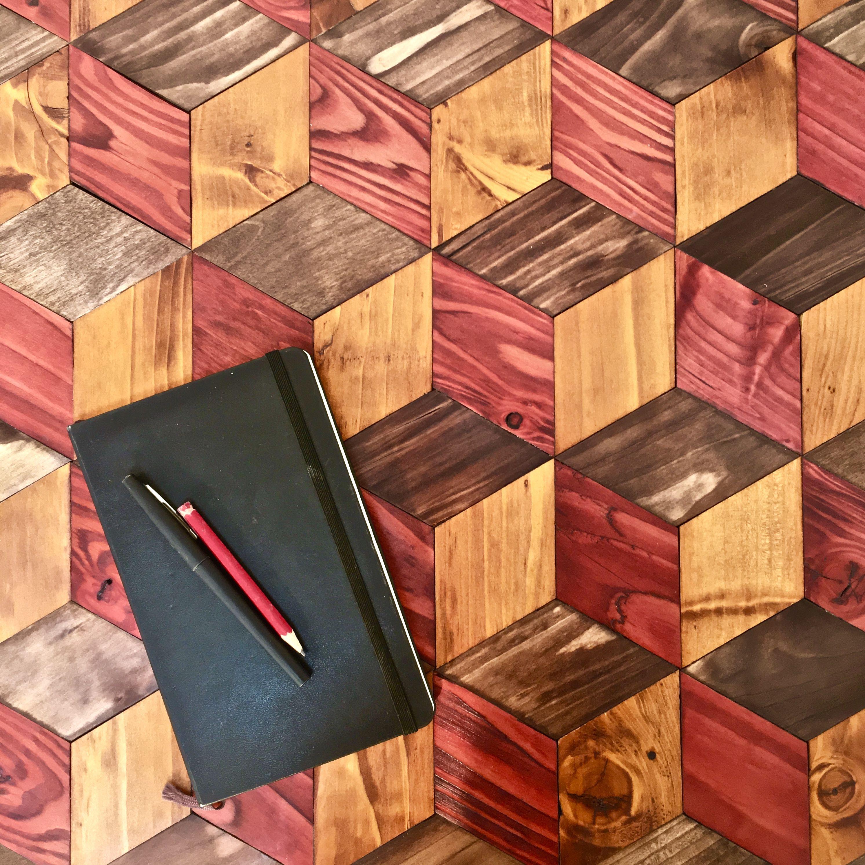 Table en marqueterie de couleur et avec du bois de recup