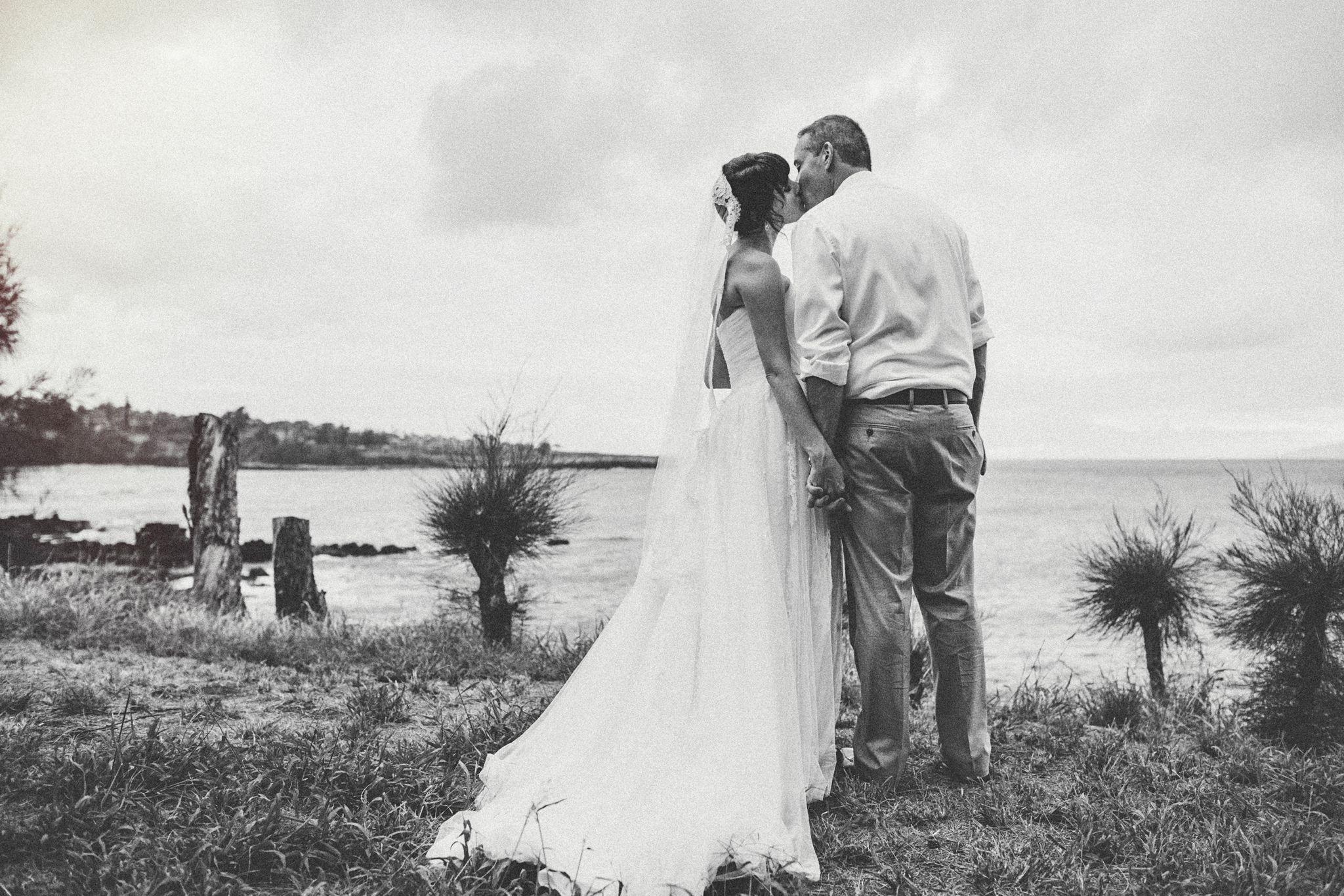Oceanside Elegance at Kaimana Estate, Maui, Hawaii | Wedding Photographer | Photographer: http://www.caitlincatheyphoto.com/