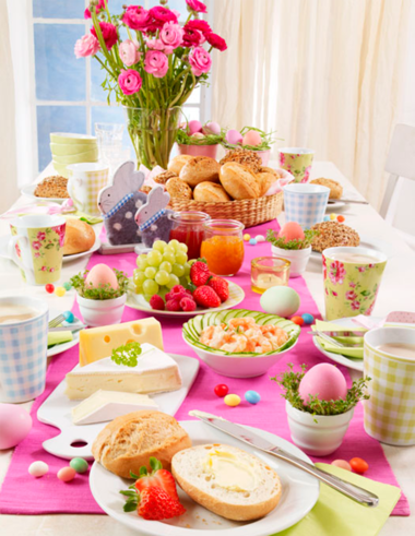 Festlich gedeckter Tisch für einen Oster-Brunch #gedecktertisch