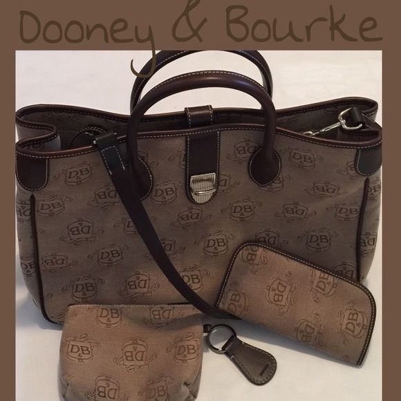 Dooney and Bourke Large Signature Anniversary Set Large Dooney and Bourke 4 piece matching set featuring large double handle tote, coin purse, glasses case, and keychain. Excellent condition!!!! Dimensions are 15.5 x 11.5 x 6. Dooney & Bourke Bags Totes