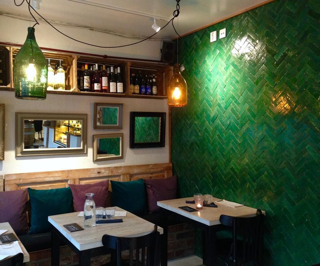Cosy atmosphere @ Restaurant #Nerå, #Turku. #emeraldgreen #greenwall #greentiles #cosyrestaurant #kissmyturku #sundaylunch #atmosphere #interior