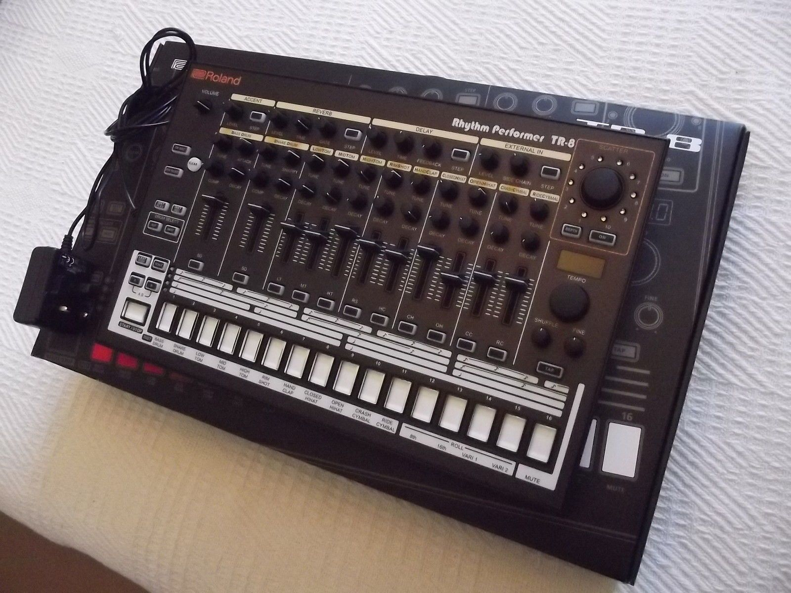 custom roland tr 8 emulator of the roland tr808 and 909 just a box that sampled analogue drum. Black Bedroom Furniture Sets. Home Design Ideas
