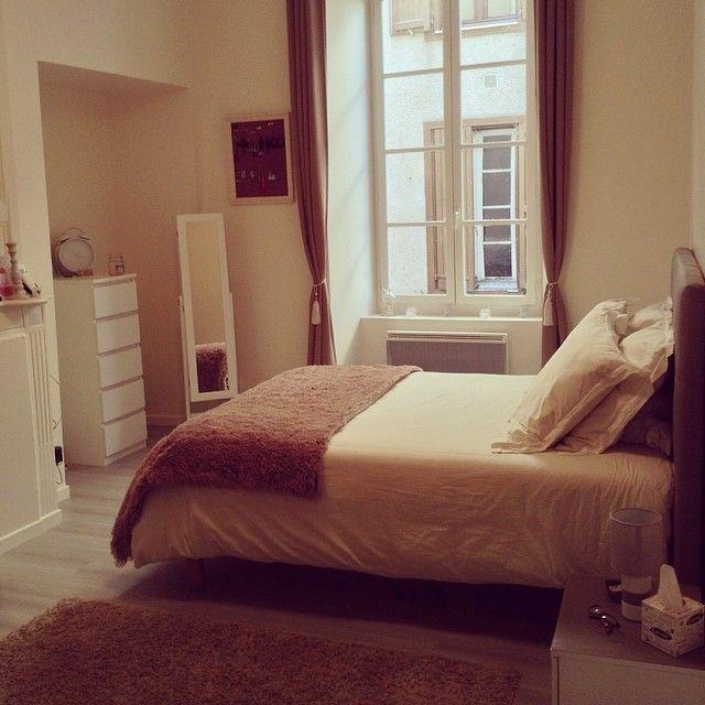 J'aime tellement ma #chambre 💜que je n'en sortirais plus! Il manque plus que la #coiffeuse sur mesure dans l'alcove! #bedroom #deco #home #homesweethome #myhouse #conforama #but #3suisses #casa #drap #tapis #mirroir #comode #cheminée #pendule