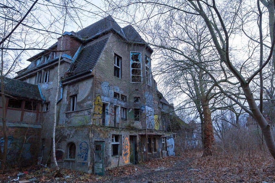 Kinderkrankenhaus wei ensee an abandoned children 39 s for Small houses in germany
