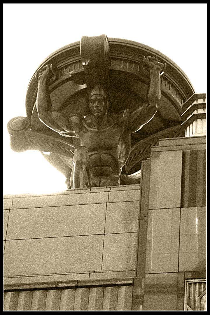 Singapourian Art Deco: Statue, \