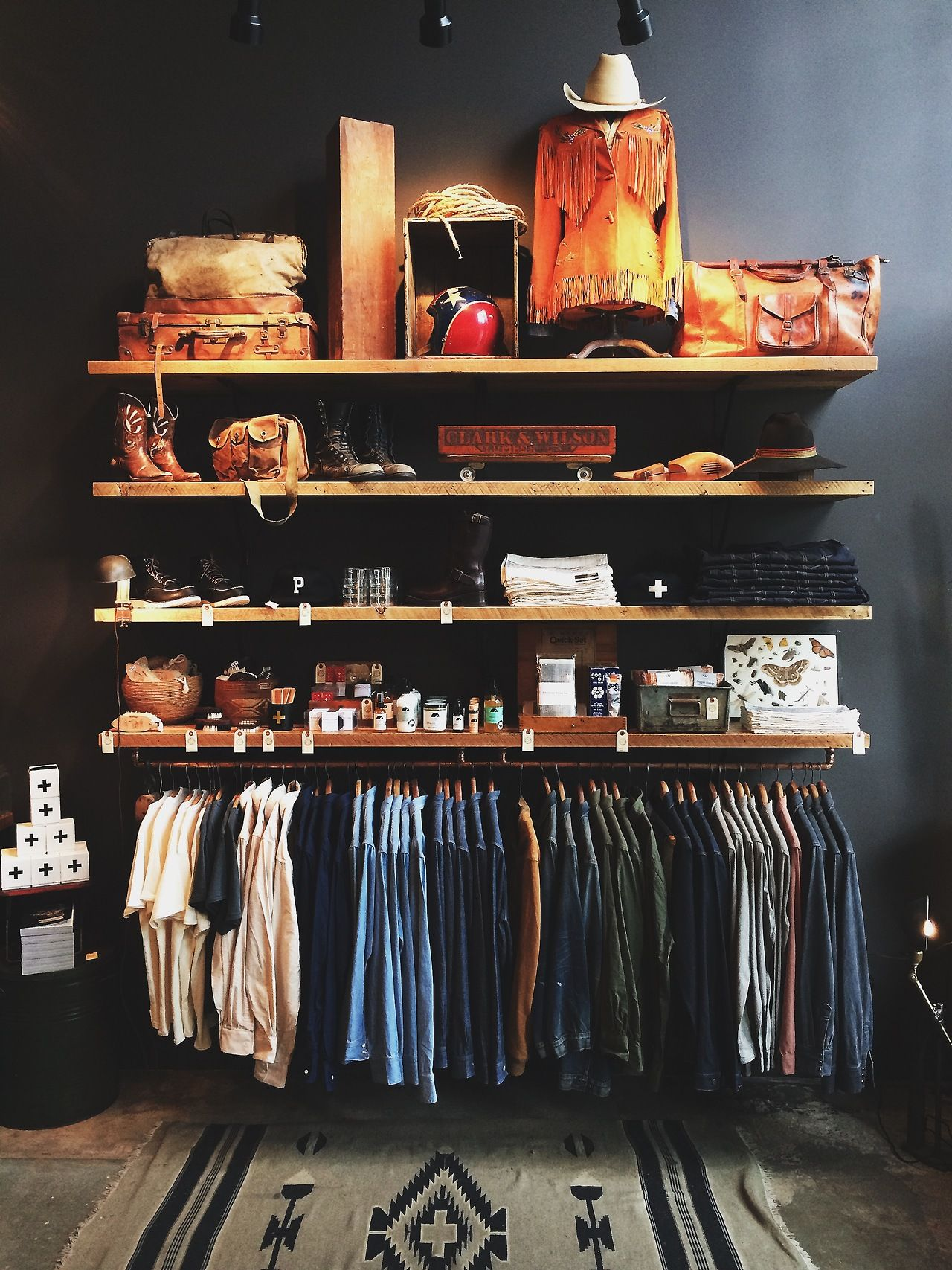 Awesome Minimalist Wardrobe And Shelf Organisation   Great For Compact  Apartment Living. Gorgeous Visual Merchandising.