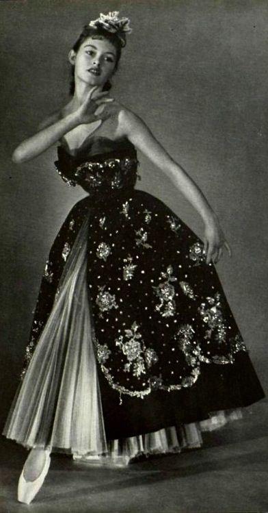 Brigitte Bardot Models For Christian Dior - 1950. S)  9194808532a