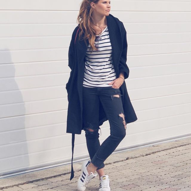 Guck ma, hab so Outfitbilder vor der Garage im Hof gemacht 😂😎 Wünsche Euch einen super schönen und entspannten Sonntagabend! Heute kommt übrigens der 30. Tatort aus Münster - freue mich schon! 👁 Was macht ihr heute Abend? #ootd #instafashion #fashion #stripes ##streifenliebe #selbstauslöser #instagood #outfitoftheday #outfitinspiration #outfitinspo #fashionista #fashionable #stripedshirt #coat #fallfashion2016 #hairinspo #messyponytail #ponytail