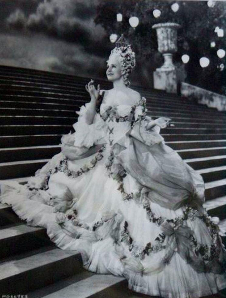 Mara Antonieta 1938 VINTAGE MOVIE COSTUMES Pinterest