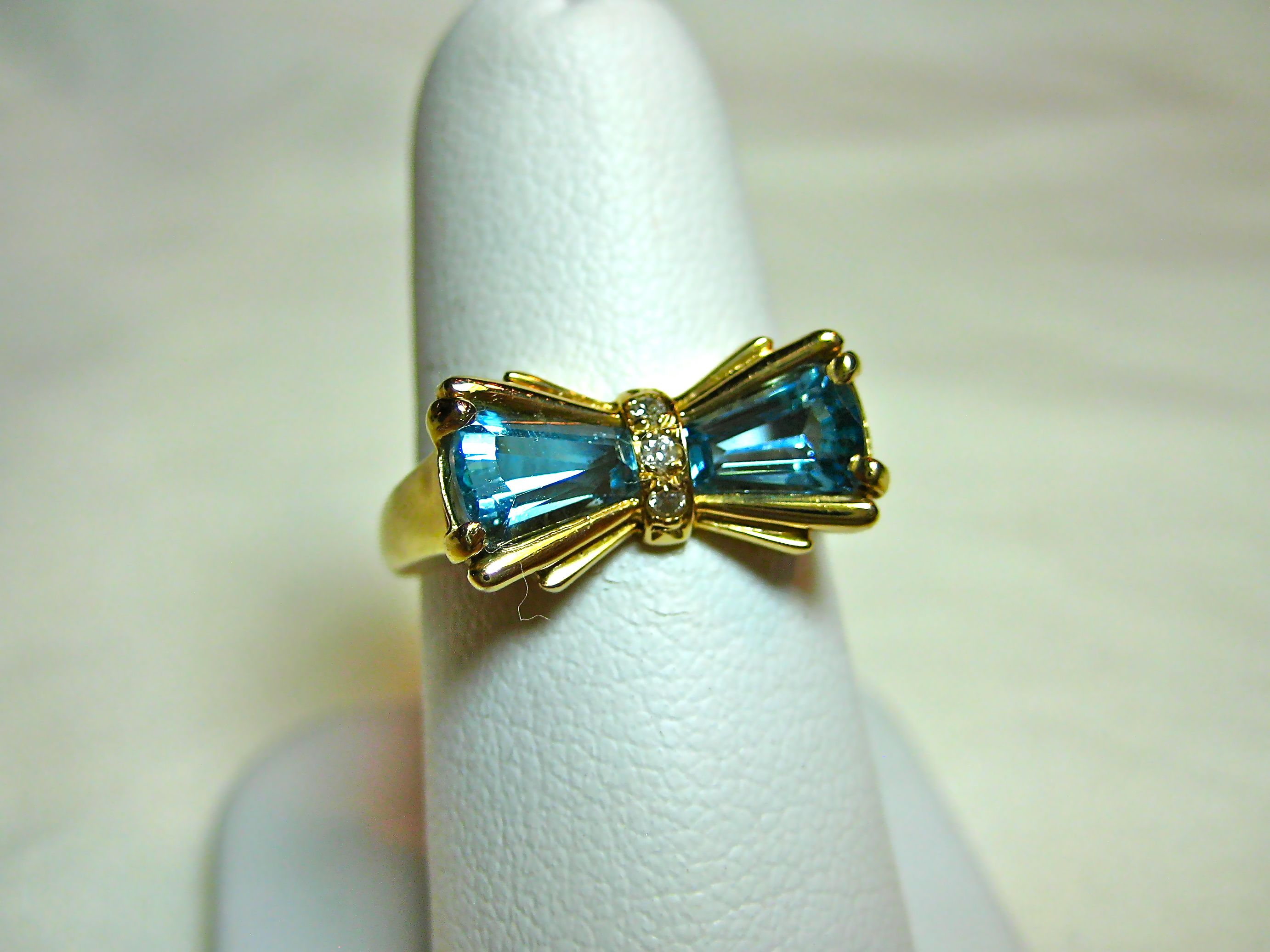 beautiful bow ring!