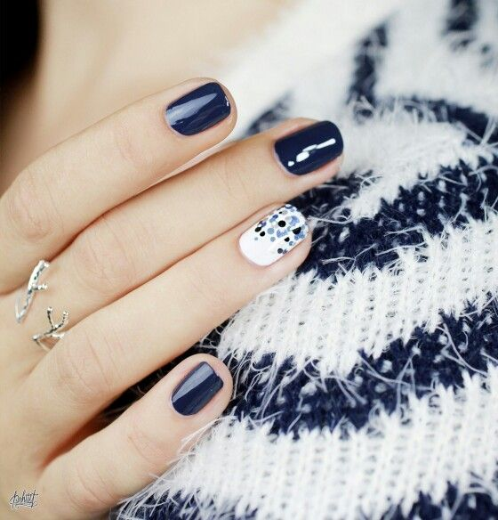 Pshiiit blue navy https://pshiiit.files.wordpress.com/2014/10/dior-carrc3a9-bleu-selection-de-vernis-automne-20141.jpg?w=940&h=979