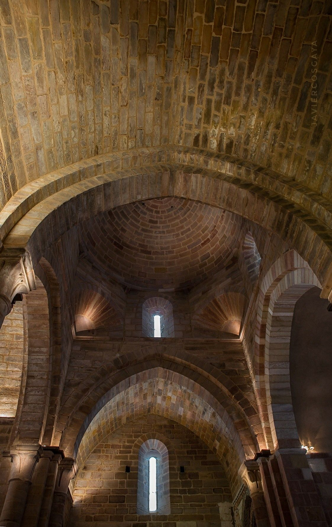 Interior De La Iglesia Monástica De Santa María De Mave Iglesia Santa Maria Interiores