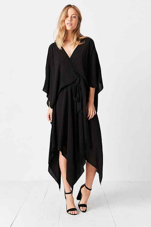 Shop UO for the latest styles and trends for dresses and rompers. Whether you love our exclusive brands or want a one of a kind piece, we have the dress for you.