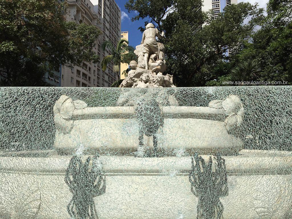 Fonte Monumental - De monumento a latrina