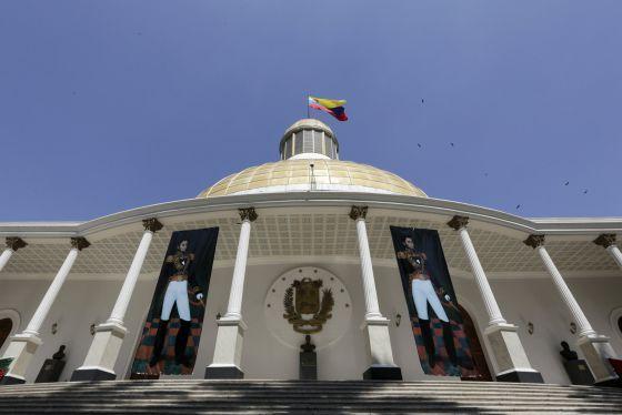 Mi blog de noticias: El Parlamento venezolano retrocede y acata los fal...