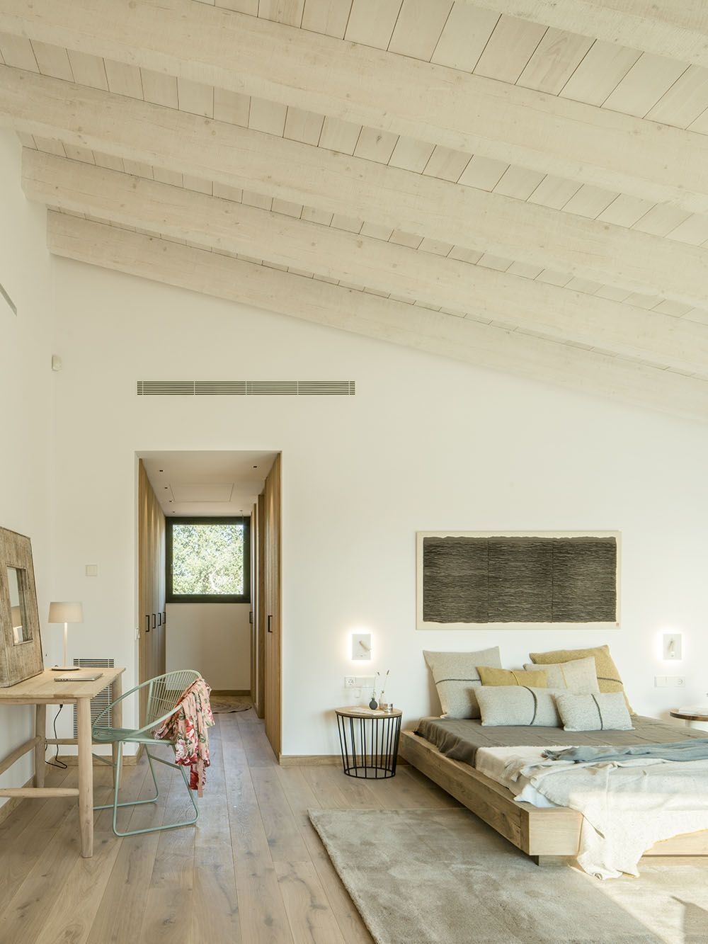 Light-Filled Modern Spanish Home is an Ode to Nature ...