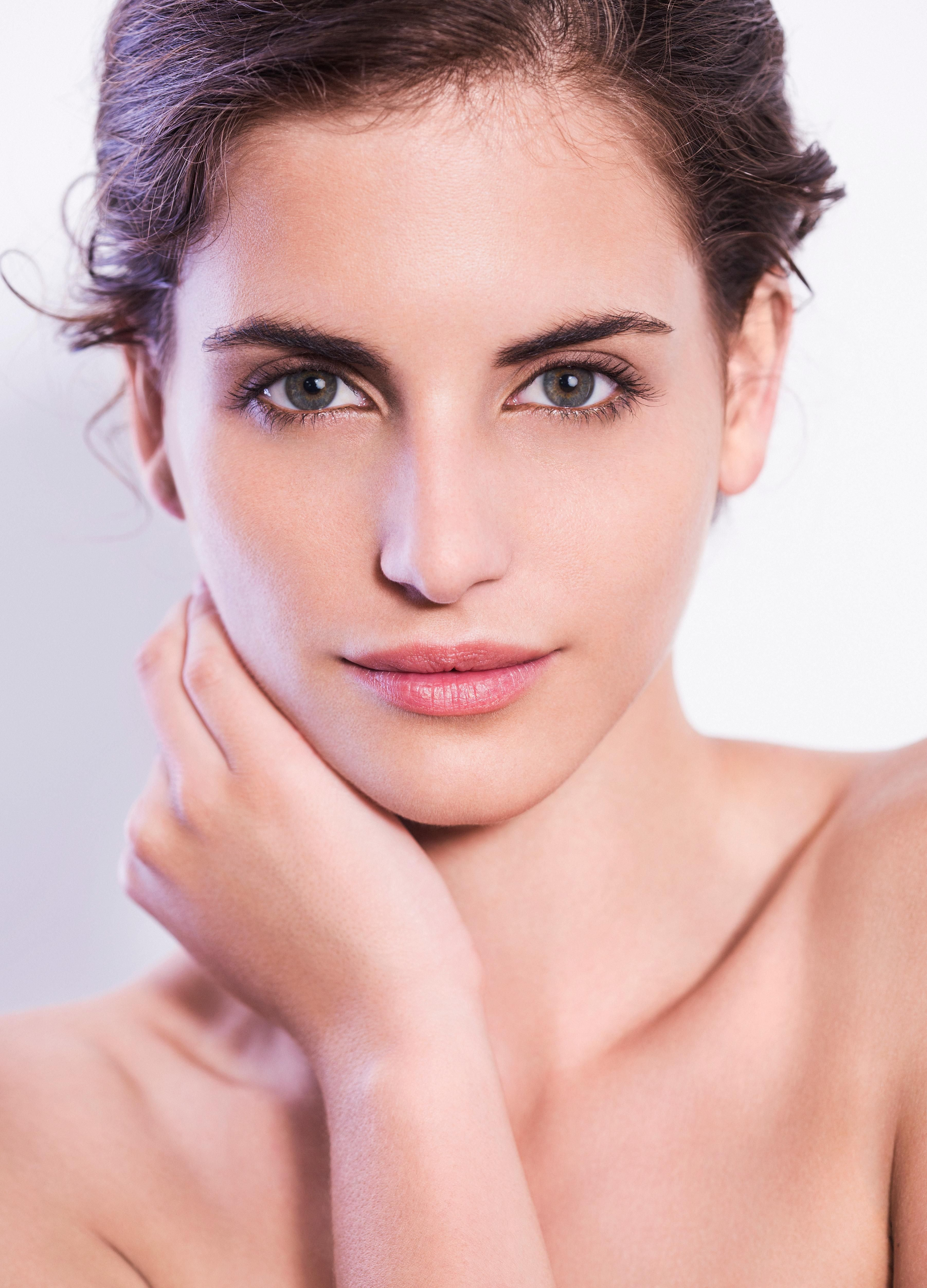 Watch 10 Things Women With Perfect Skin Do Every Single Day video