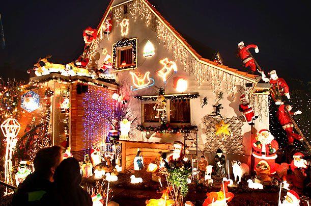 christmas lights   imgtimeincnet/time/photoessays/2009