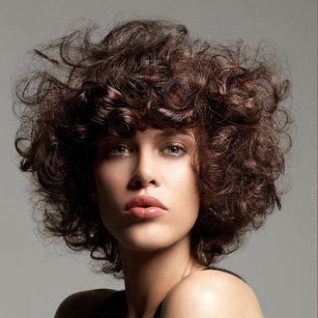 Bien coiffée tous les jours vos cheveux sont frisés