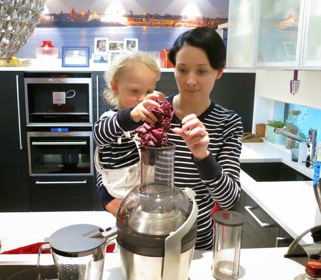 Äiti yrittää: Mehulinko takaa vitamiinit Polarn O. Pyret paidat Philips mehulinko