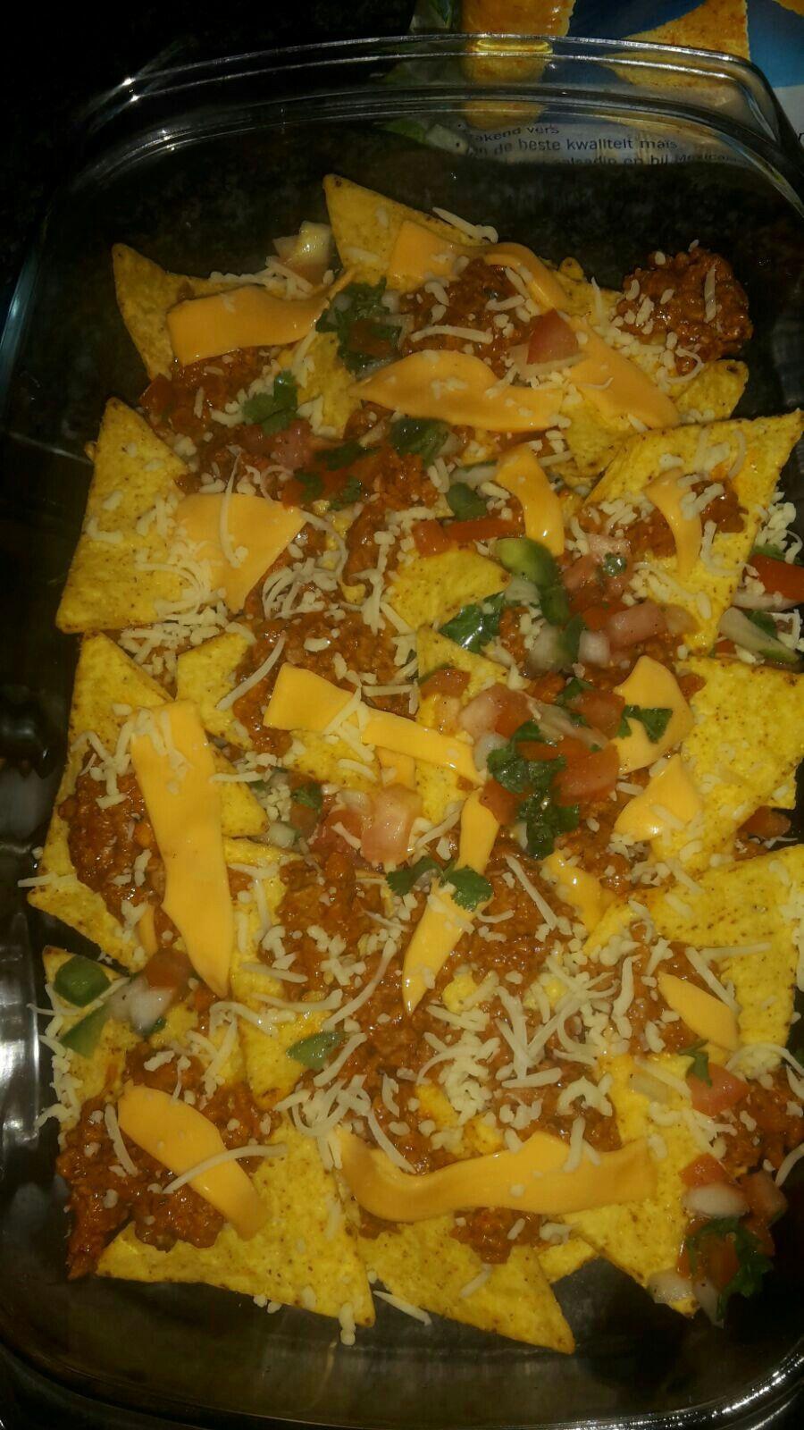 Zesty nachos met gezin eten
