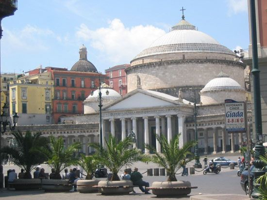 Napoli - Piazza del Plebiscito. #Bellitalia #streetfurniture