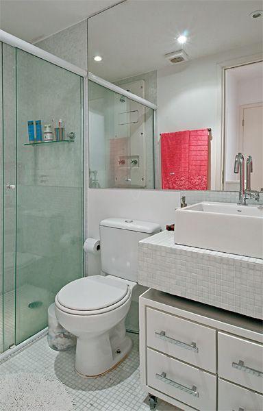 Apartamento de 67 m² com revestimentos de qualidade e cores marcantes  Limpa -> Drywall Banheiro Pequeno