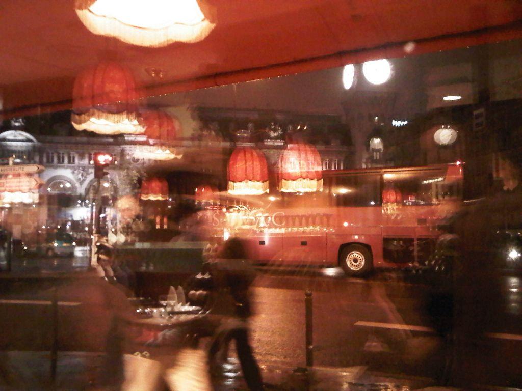 https://flic.kr/p/9oFn2N | 19/02/11 - intérieur extérieur |  Une photo, une chanson / A photo, a song   Paris Combo - Reflet : www.deezer.com/listen-2440160 --------------------------------------------------------------------